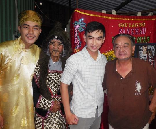 Hai kép độc Chấn Đạt và Thanh Phú luôn yểm trợ cho dàn diễn viên trẻ tiếp nối con đường nghệ thuật.