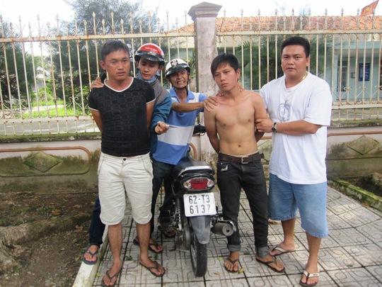 """Đối tượng Nguyễn Bá Phi cùng Phan Văn Thành bị các """"hiệp sĩ bắt vào tuần trước nhưng không hiểu vì sao… được thả!"""
