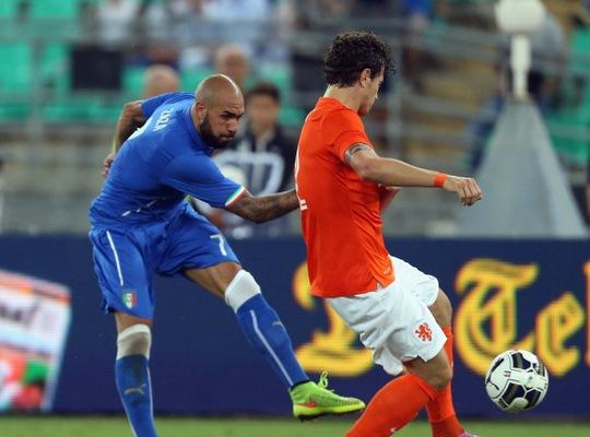 Tân binh Simone Zaza thi đấu xông xáo trên hàng công tuyển Ý
