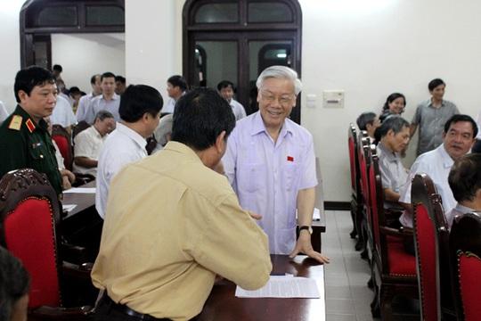 Tổng Bí thư Nguyễn Phú Trọng ghi nhận các ý kiến của cử tri