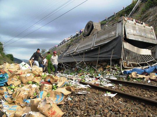 Đoàn tàu SQ1 bị kẹt tại ga Hảo Sơn (Hòa Xuân Nam, huyện Đông Hoà, Phú Yên)