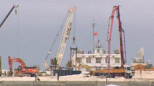 Hình ảnh từ video do phóng viên Wingfield-Hayes quay được ở đảo Gạc Ma về việc Trung Quốc đang xây dựng trái phép ở đảo này