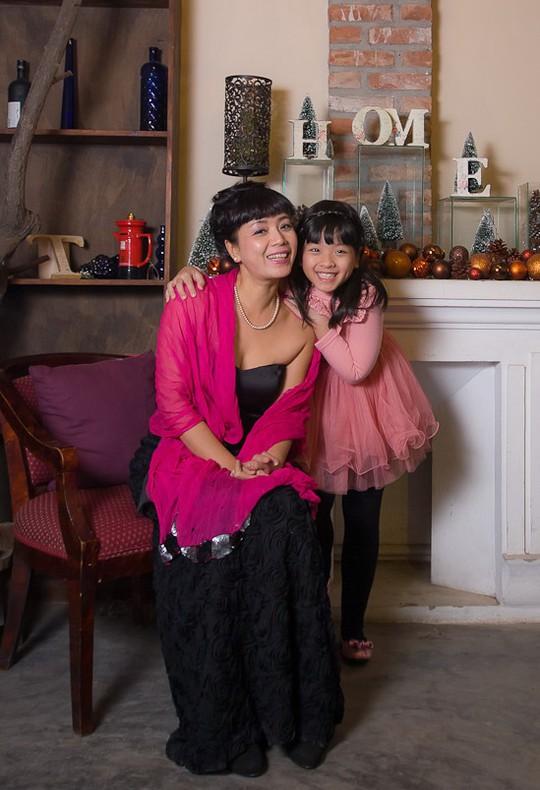 NSƯT Chiều Xuân và con gái Hồng Khanh. Ảnh: Dinh Pham