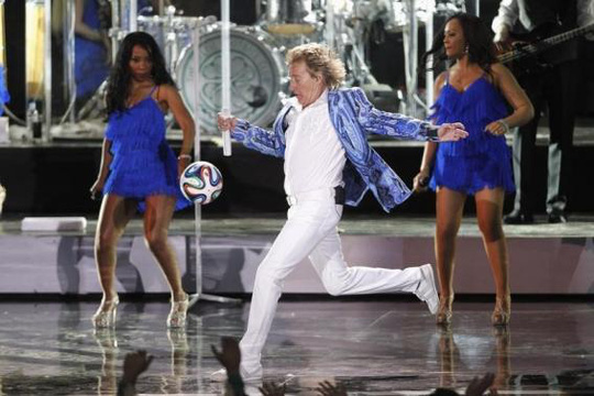 Ca sĩ Rod Stewart trong một buổi diễn