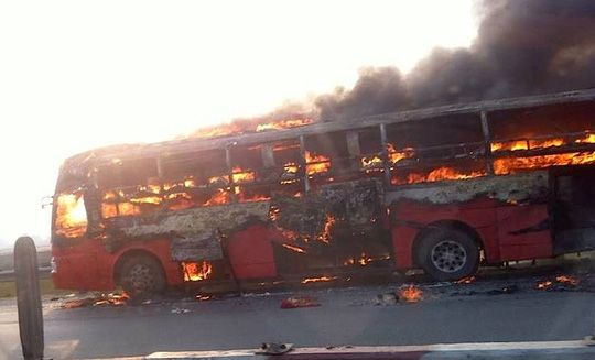 Chiếc xe cháy như đuốc