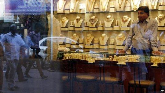 Tình trạng buôn lậu vàng ngày càng gia tăng tại Ấn Độ. Ảnh: AP