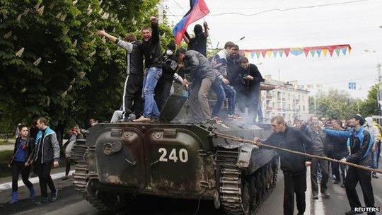 """Chuyến thăm Crimea của ông Putin """"chọc giận"""" Mỹ và EU"""