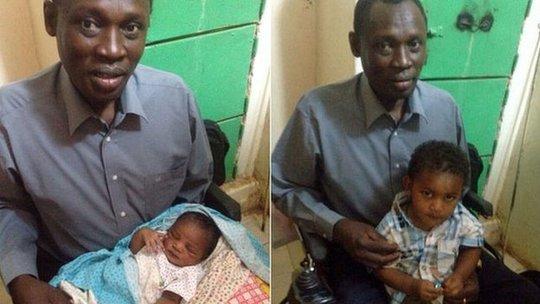 Ông Daniel Wani đến thăm con trai và con gái trong tù. Ảnh: BBC