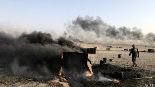 Mỹ tiến hành không kích vào 12 mục tiêu, nơi các tay súng IS kiểm soát những nhà máy lọc dầu quy mô nhỏ có thể kiếm được 2 triệu USD/ngày. Ảnh: Reuters