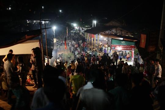 Buổi tối tại chợ tình Khau Vai
