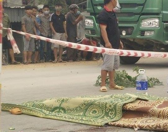 Hiện trường vụ tai nạn khiến gia đình anh Cao Bá Tám tử vong. Ảnh: Tú Phê.