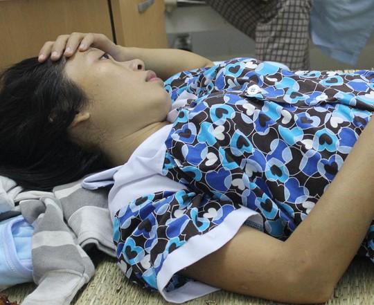 Chị Chung bàng hoang khi nghe tin con mình sinh ra và đã mất.