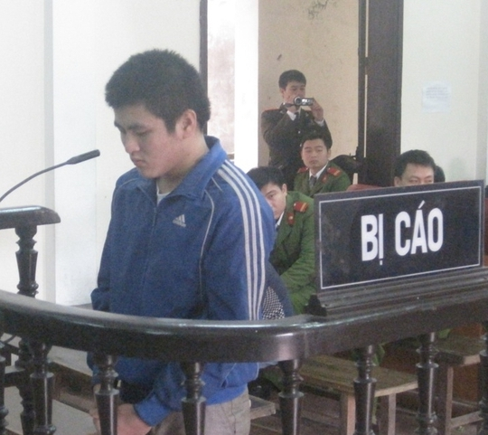 Đối tượng Trịnh Phúc Đạt tại phiên tòa.