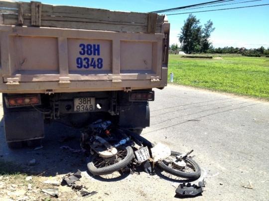 Hiện trường vụ tai nạn khiến 3 người chết tại chỗ.