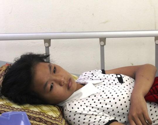 Sau một ngày cấp cứu tại bệnh viện sức khỏa em Võ Thị Áng đã bắt đầu bình phục.