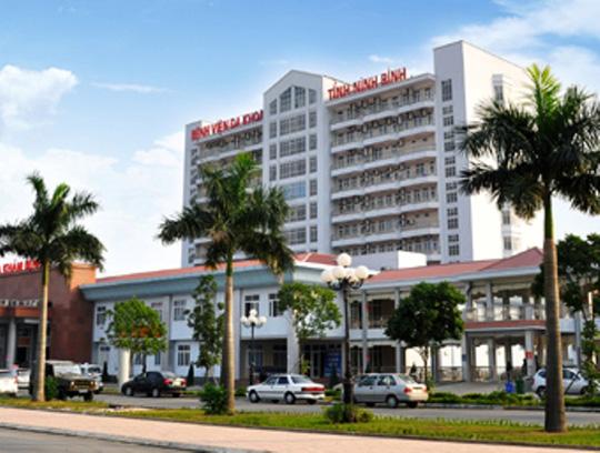 Bệnh viện Đa khoa tỉnh Ninh Bình nơi cô gái gieo mình tự tử. Ảnh: NMH