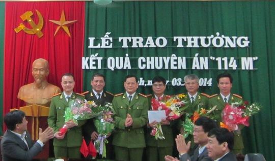 Lãnh đạo công an tỉnh Nghệ An trao thưởng cho chuyên án 114M.