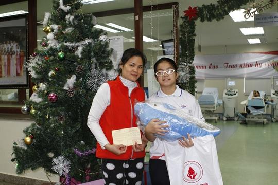 Món quà đặc biệt mà một người mẹ lì xì đầu năm cho sau khi hiến máu