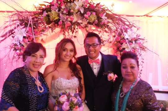 NSND Lệ Thủy và Ngọc Giàu chúc mừng cô dâu chú rể.