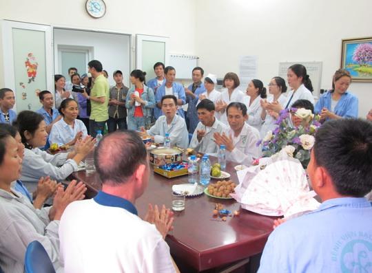 Rất đông bệnh nhân và người nhà bệnh nhân đến tham sự tiệc cưới đặc biệt này