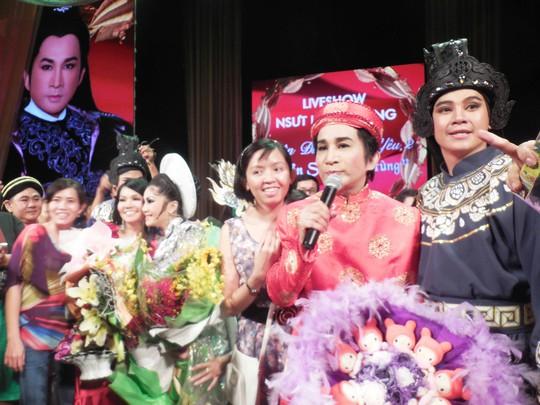 NSƯT Kim Tử Long trong vòng vây khán giả