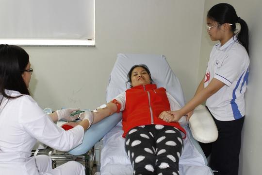 Chị Nguyễn Thị Mai Thanh, đến từ Q. Thanh Xuân Bắc, Hà Nội, hôm nay, thay vì đi chùa cầu may. Chị đã cùng Con gái đồng hành tham gia hiến máu đầu Xuân, đây là lần thứ 5 Chị tham gia hiến máu. Với mong muốn, khi đủ 18 tuổi thì Con gái cũng tham gia hiến máu như Mẹ, đó là tâm sự của Chị..
