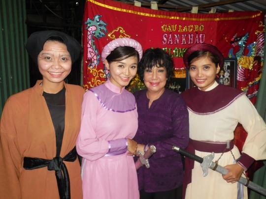 NS Mỹ Chi và các diễn viên: Trúc Đào, Kiều My, Khả Vân (học trò của NSƯT Hữu Châu, Minh Hạnh)