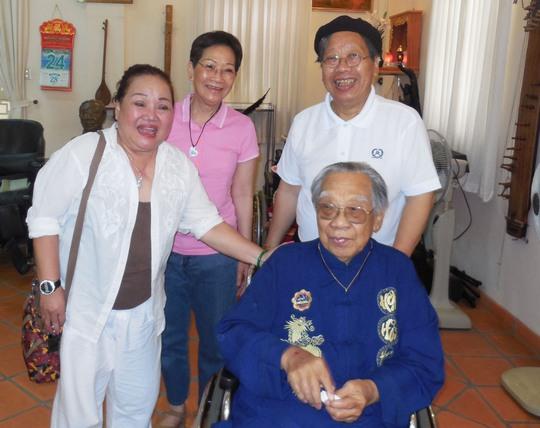 NSND Ngọc Giàu và hai người con của GS-TS Trần Văn Khê: GS-TS Trần Quang Hải - con trai và bà Ngọc - con gái.