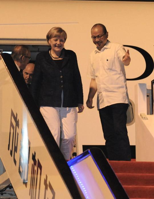 Thủ tướng Đức Merkel tại sân bay thành phố Thành Đô, Trung Quốc. Ảnh: CFP
