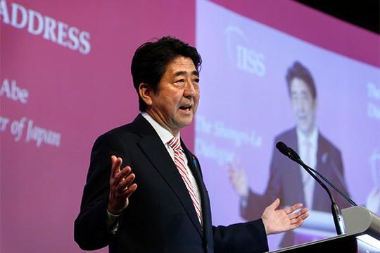 """Thủ tướng Nhật Shinzo Abe tuyên bố Tokyo sẽ """"hết mình ủng hộ"""" các quốc gia Đông Nam Á. Ảnh: Reuters"""