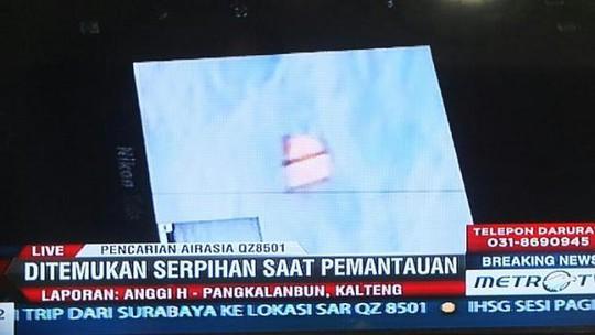 Vật dụng giống cầu trượt khẩn cấp... Ảnh: Metro TV