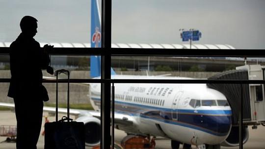 Người đàn ông Trung Quốc trên chuyến bay CZ814 đã bị bắt giữ vì làm tổn thương một tiếp viên. Ảnh: Bloomberg