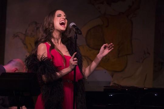Alexa Ray Joel hăng say biểu diễn một ngày trước khi cô ngất xỉu tại Café Carlyle. Ảnh: AP