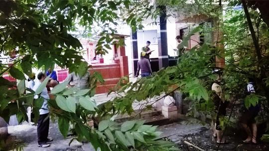 Khu vực phát hiện xác thanh niên nằm giữa hai ngôi mộ trên đường Song Hành, vào sáng 29-8