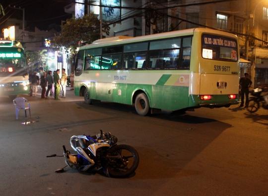 Hiện trường vụ tai nạn làm hai thanh niên nguy kịch tối 28-10
