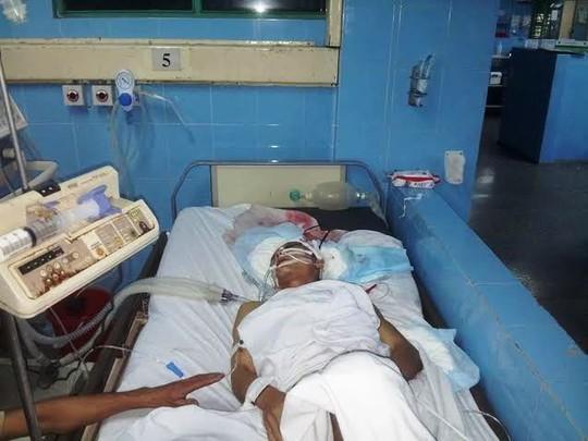 Anh Đinh Văn Năm đang được điều trị tích cực tại bệnh viện
