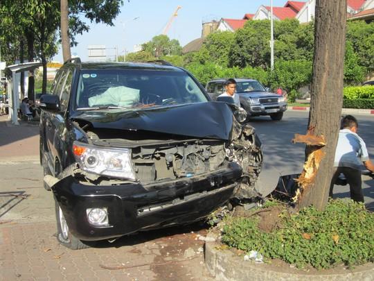Chiếc xe bị hư hỏng nặng phần đầu