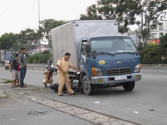 Hiện trường vụ tai nạn làm nữ nhân viên siêu thị bị thương nặng.