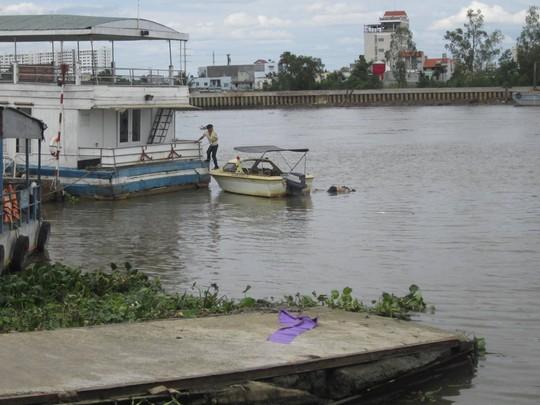 Phát hiện thi thể người nước ngoài trôi trên sông Sài Gòn