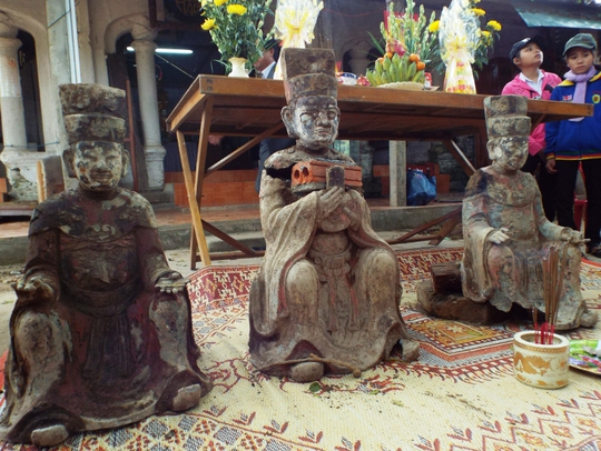 3 bức tượng cổ chưa xác định niên đại được phát hiện