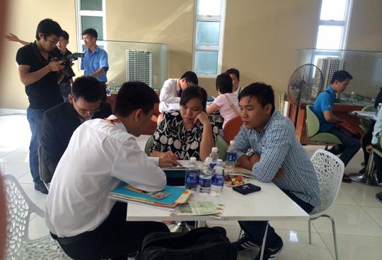 Khách hàng tìm hiểu về dự án Giai Việt do Quốc Cường Gia Lai đầu tư.