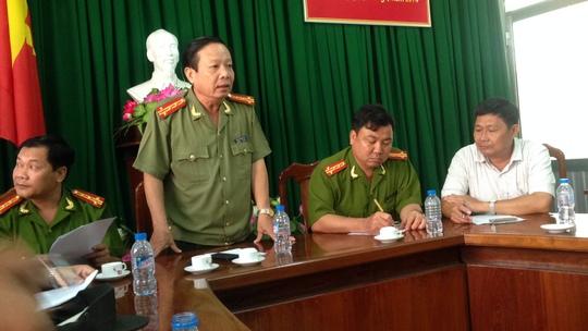 Đại tá Nguyễn Minh Kha, Giám đốc Công an TP Cần Thơ, chủ trì cuộc họp báo vụ xả súng tại Cần Thơ sáng 16-4