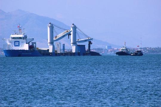 Tàu ngầm Hà Nội bắt đầu rời khỏi Rolldock