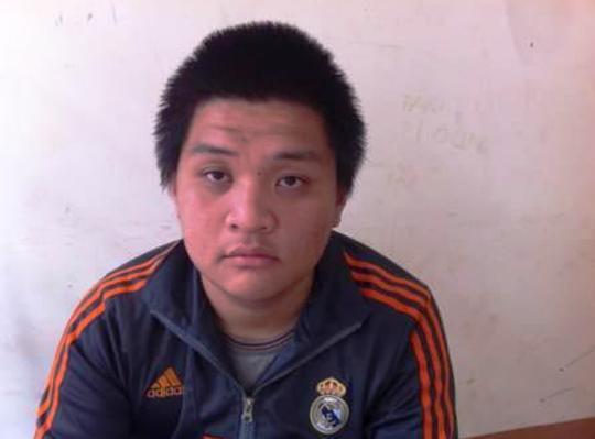 Nguyễn Quang Minh vác dao chém người nhưng bất thành nên chém nét đồ đạc nhà con nợ