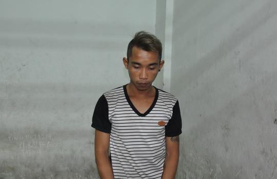 và Ngô Văn Anh (tức Khang, SN 1992, ngụ đường Nguyễn Cảnh Chân, phường Cầu Kho, quận 1) trong nhà tạm giam.