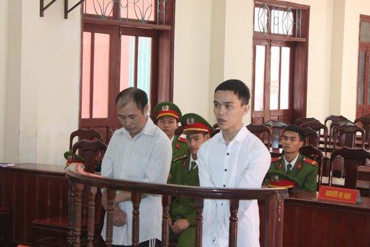 Bố dượng Nguyễn Minh Dũng và con riêng của vợ là Võ Trọng Nghĩa tại phiên tòa xét xử