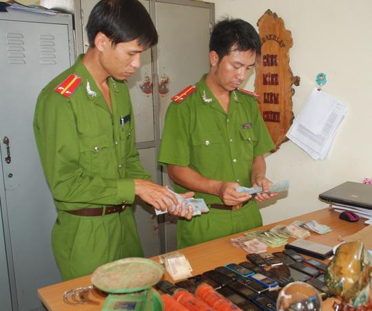 Lực lượng công anđã tạm giữ nhiều tang vật của vụán