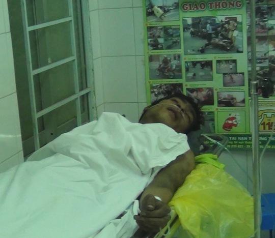 Anh Việt, nạn nhân bị ngạt khói được điều trị tại bệnh viện.