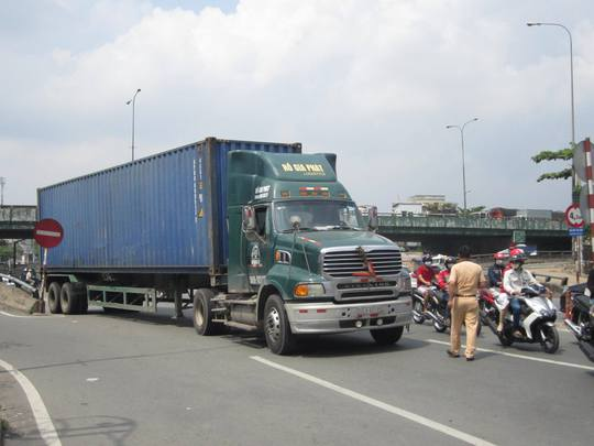 Chiếc xe container gây tai nạn