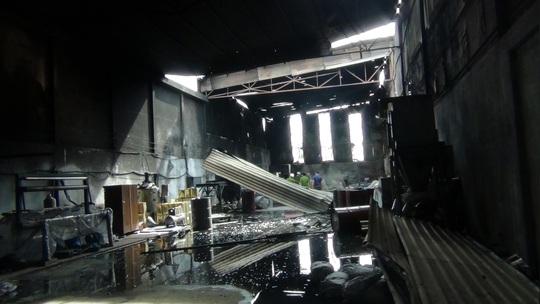 Cháy lớn tại hai công ty cùng địa chỉ